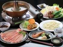 和食一例「はくば豚のしゃぶしゃぶ」。夕食は和食・洋食・中華の日替わりです。