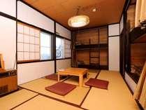 2階【和洋室タイプ】。2段ベッドと和室がセットになった広々和洋室。