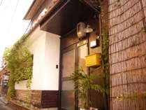 """""""セレンディピティ@京都""""の前を走る黒門通りは逗子と言われていていて、たいへん珍しい。"""