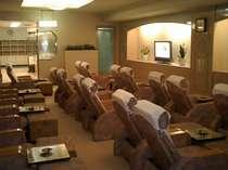 ゆったりとしたリラクゼーションチェアー広々とした休憩室