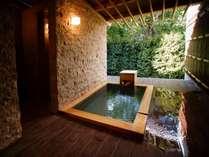 客室露天風呂♪檜の香り漂うプライベート露天風呂でのんびりとお過ごしください。