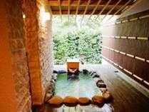 客室露天風呂がプライベート空間を演出♪