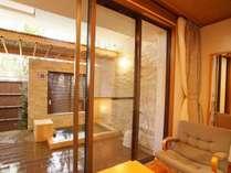 和室から望む客室露天風呂