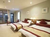 洋室(客室露天風呂付)重厚感あるお部屋をお楽しみ下さいませ。