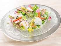 魚介と新鮮野菜のサラダ仕立て