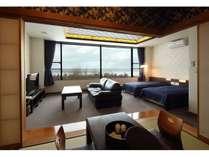 和洋特別室/ツインベッドとソファーを備えたお部屋で静寂のひと時を