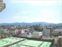 【客室景観/シングル・デラックスツイン】 福井市街(丸岡方面)が見えます(写真は6F)