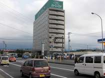 当ホテルは、国道7号線沿いに位置しております。お車で移動されるお客様には、非常に便利な立地です!