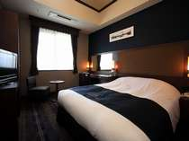【ダブルルーム】19平米のお部屋に160cm幅のダブルベッド