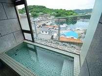 壱岐の海・山を展望できる自慢のお風呂です。