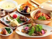 【料理】夕食は和洋日替わりでご用意しています。こちらは洋食の一例。