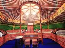 かわいいゲル内♪モンゴルの伝統的なカラフル家具