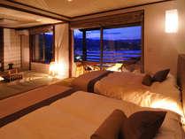 離れ『宵月』の客室からはどこからも海の絶景が!テラスにはチェアーを配す
