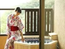 十三夜、客室の露天風呂は八角形の露天風呂