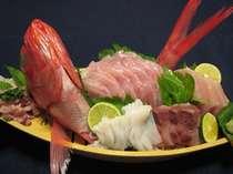 美味しいお刺身をおなかいっぱい召し上がれ!(舟盛一例)