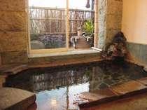 貸切できる内風呂。温泉をゆっくり楽しんで
