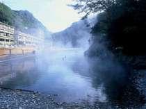 仙人風呂から見た冨士屋