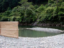河原の露天風呂(雨による増水時入浴できない場合あり)12月からは仙人風呂