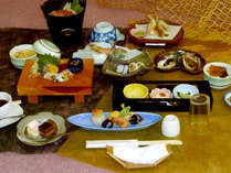 【夕食一例】瀬戸内の鮮魚と吟味した食材をふんだんに使用した会席コース。