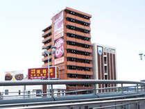 JR黒崎駅改札を出て右側に当館が見えます。