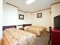 ツインルーム(奥側のベッドがセミダブル仕様)