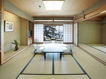◆和室一例。お部屋の目の前が白砂青松の琵琶湖畔で広縁からの眺めも良好です。