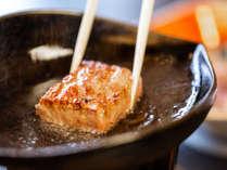 *近江牛のロースステーキ~陶板から近江牛の香りがジュワーと広がり食欲が湧いてきます~