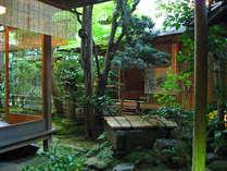イメージ:祇園の真ん中に佇む当館。京情緒溢れる造りと緑を大切にしております。心地よくご滞在下さい。