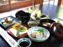夕食例:本格京会席を【お部屋】でごゆっくりお召上がり下さい。※お部屋によりお食事内容が異なります。