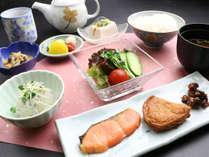 翌朝はほっこり落ち着く和朝食をどうぞ。
