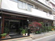 【外観】徳島駅より徒歩5分。駐車場無料!コンビニ・繁華街・飲食店街・水際公園すぐ近くに有。