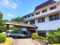 【当宿外観】嶽山山頂に建つホテル