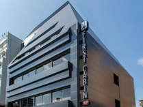 地上5階建て、地下1階の次世代のホテル
