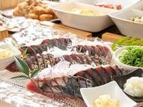 【朝食会場】朝食はボリュームたっぷりのメニューを常時約30品目提供いたします。