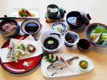 【夕食一例】地元の食材などを使った10品程度の和会席
