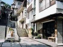 石段街に面した旅館