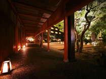 本館と別館を繋ぐ四季を感じる回廊