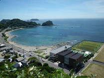 *目の前に海を望む当館!自然とスポーツを楽しむ施設です。