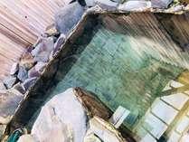 天然温泉100%、源泉掛け流し自慢の岩風呂です!