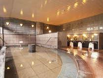 ■【大浴場・シャクナゲの湯】広々とした浴槽でのびのび体をのばして旅の疲れを癒やしてください♪