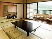<3号棟>6畳+10畳の2間続きの和室のお部屋は眺望抜群。