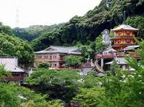 *信貴山中に佇む歴史を感じられる寺院です。