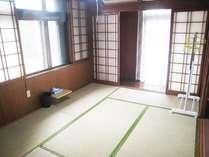 六畳和室、ゆっくりしたい方にはオススメ。無料エアコン完備。