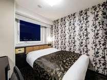 スタンダードルーム(2名利用):広さ9平米/ベッド幅140cm/ベッド下収納あり