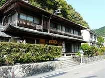 築80年の日本旅館。そんな当館は国の有形文化財に登録されました