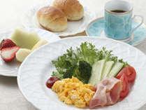 *朝食*地元のおいしいお野菜などを使用したご朝食。(一例)