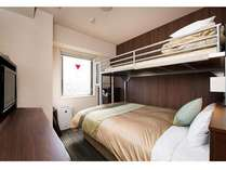 スーパールーム♪140cmダブルベッド+80cmロフトのシングルベッド