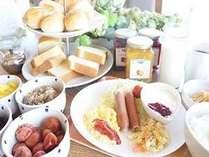 無料朝食はAM6時30分~9時お一人様ずつワンプレートをお出しします。
