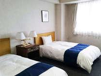 デラックスツイン広々とした室内はリビングとベッドが分かれた贅沢な空間