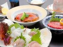 ご夕食一例(地魚造りや煮付け、和牛)